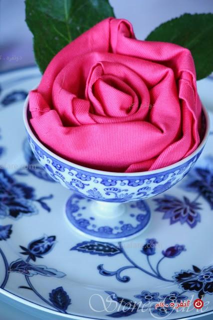 تزیین-دستمال-سفره-به-شکل-گل-رز