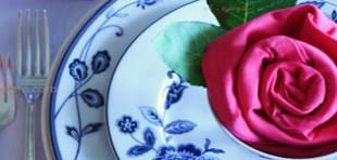 آموزش سفره آرایی با تزیین دستمال به شکل گل رز به صورت مرحله به مرحله و با عکس