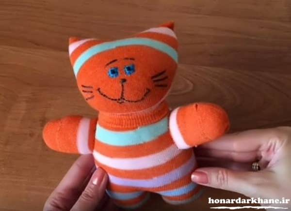 making-puppets-with-socks-23