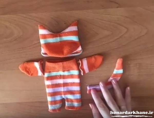 making-puppets-with-socks-9