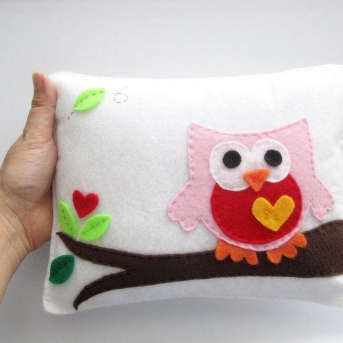 felt_owl_pillow_super_cute_felt_owl_pillow_for_a_nursery_room_bb3c2c2b
