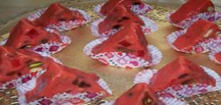 طرز تهیه شکلات مدل هندوانه ای برای شب یلدا